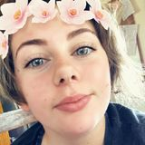 Em from Launceston | Woman | 20 years old | Cancer