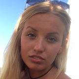 Isa from Wuppertal | Woman | 23 years old | Capricorn