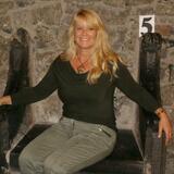 Lois from Mauldin | Woman | 48 years old | Taurus